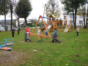 Bezpieczna nawierzchnia na plac zabaw (1)